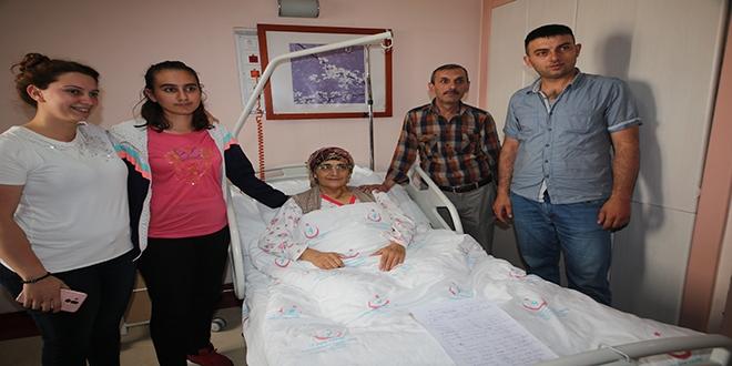 Erzurum'da doktorlar bağırsaktan mide yaptı