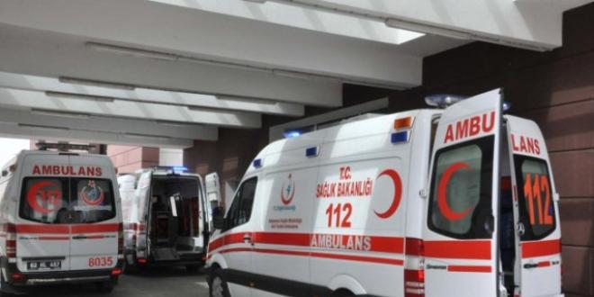 Ambülans kaza yaptı, 3 sağlık görevlisi yaralandı