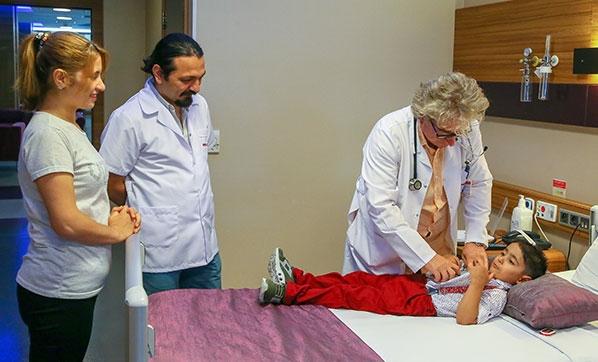 Doktorun merhameti Yasin'i hayata bağladı! Vücut ağırlığının 3'te biri kadar kitle çıkarıldı