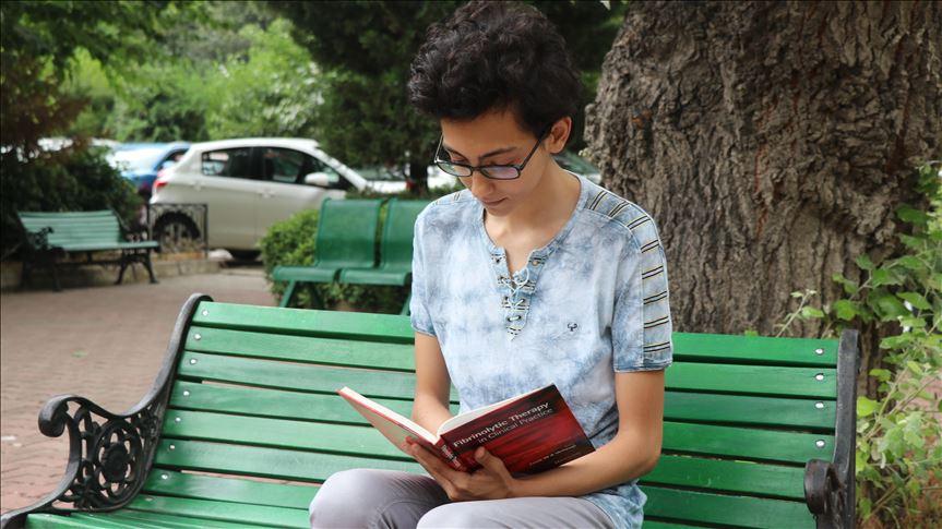 Hastane odasında öğrenmeye başladığı İngilizce hayatını değiştirdi