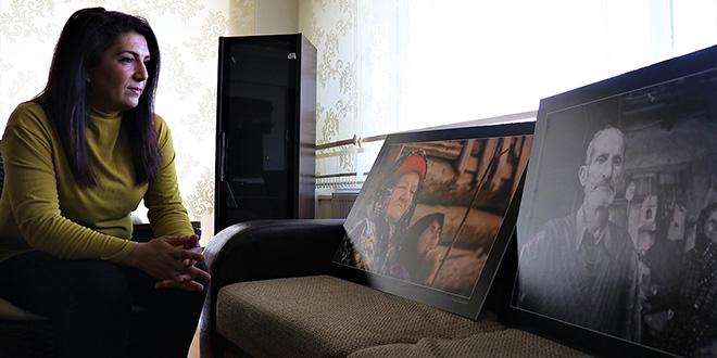 Şenay Hemşire, yaşlıları fotoğraflarıyla mutlu ediyor
