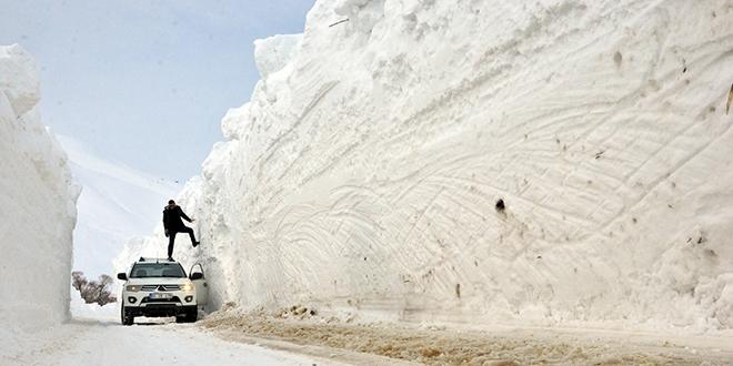 Bu görüntüler Türkiye'den! Kar kalınlığı 6 metreyi geçti