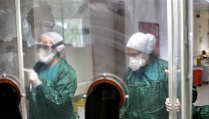 Kovid-19'un sağlık çalışanları için 'meslek hastalığı' olarak tanımlanması talep edildi