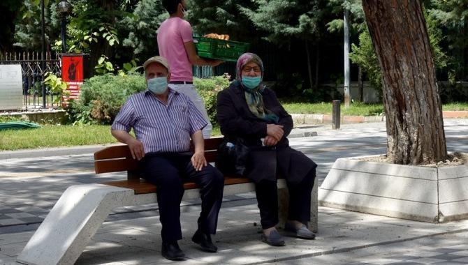 """Bakan Selçuk: """"Kurban bayramı öncesinde emeklilerimize 11 milyar lira bayram ikramiyesi ödedik"""""""