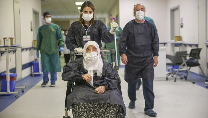 """Bakan Selçuk: """"Kronik hastalarımızın 1 Ocak 2020 itibariyle sona eren sağlık raporları normalleşme sürecinde de geçerli olacak"""""""
