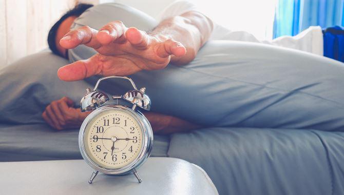 Alarm kurarak uyananlara ertelemeden kalkın tavsiyesi
