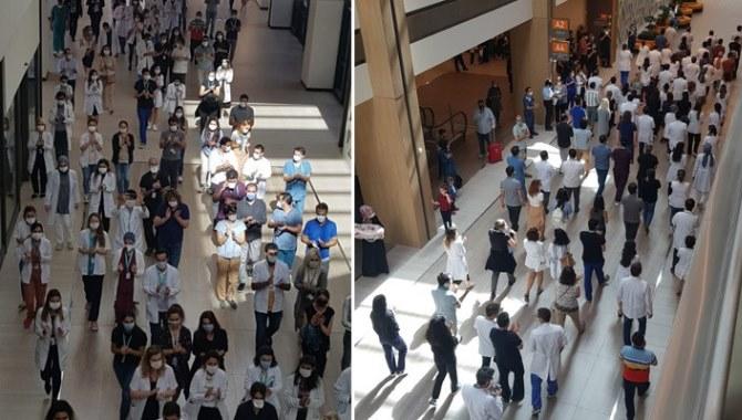 Ek ödemelerini alamayan sağlık çalışanlarından protesto