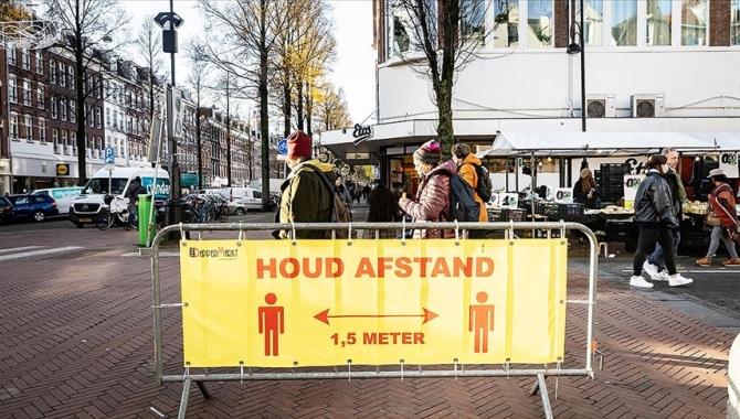 Hollanda'da 3 aydır süren sokağa çıkma kısıtlaması sona erdi