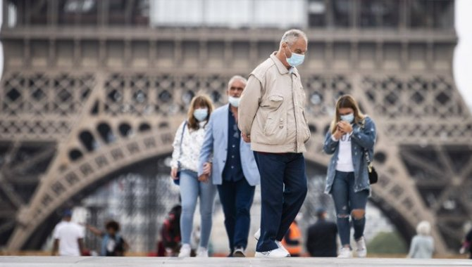 Fransa'da son 24 saatte 22 bin 767 Kovid-19 vakası tespit edildi