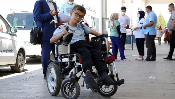 Hikayesini AA'nın duyurduğu engelli Muhammed tedavisi için Samsun'a yola çıktı