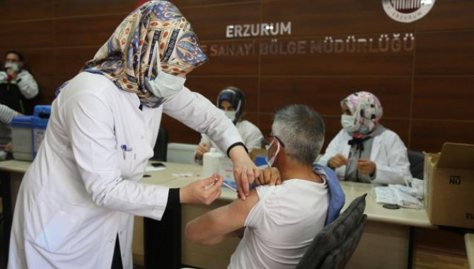 Erzurum ve Erzincan'daki OSB'lerde mobil ekipler Kovid-19 aşısı uygulamasına başladı