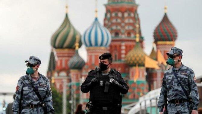 Rusya'nın başkenti Moskova'da aşı zorunluluğuna uymayan firmalara ceza kesilecek