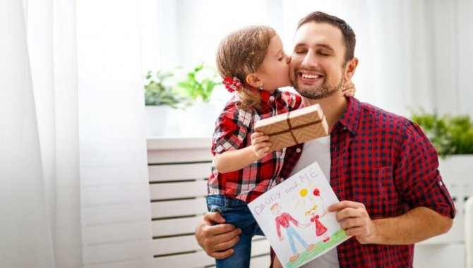Sağlık çalışanı babalar, evlatlarına doya doya sarılabilecekleri günün hayalini kuruyor