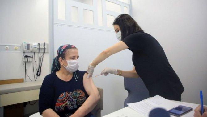 """Bakan Koca'nın """"rekor aşılama"""" yaptığını duyurduğu sağlık çalışanı, paylaşımla motive oldu"""