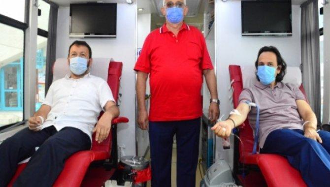 Karasu'da eğitimcilerden kan bağışı kampanyasına destek