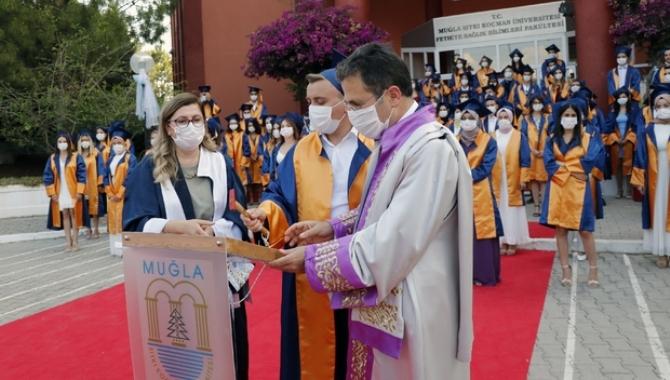 MSKÜ Sağlık Bilimleri Fakültesinde mezuniyet heyecanı
