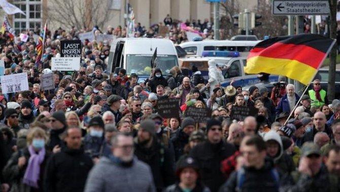 Almanya Sağlık Bakanı Spahn, Kovid-19 vakalarında ciddi artış yaşanabileceği konusunda uyardı