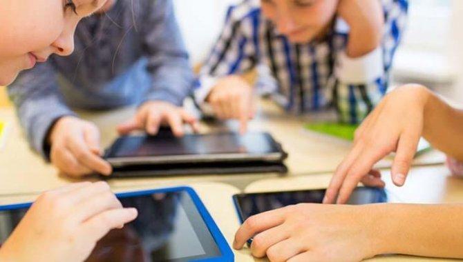 Çocuğunuza Ne Zaman Sosyal Medya Hesabı Açmalısınız!