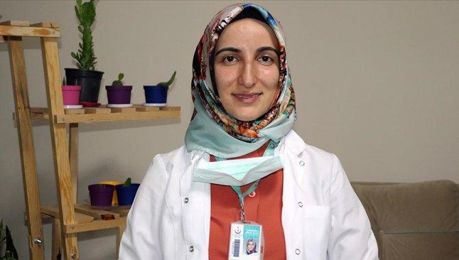 Sağlık Bakanı Koca'nın sosyal medya hesabından paylaştığı Hataylı hemşireden aşı olun çağrısı: