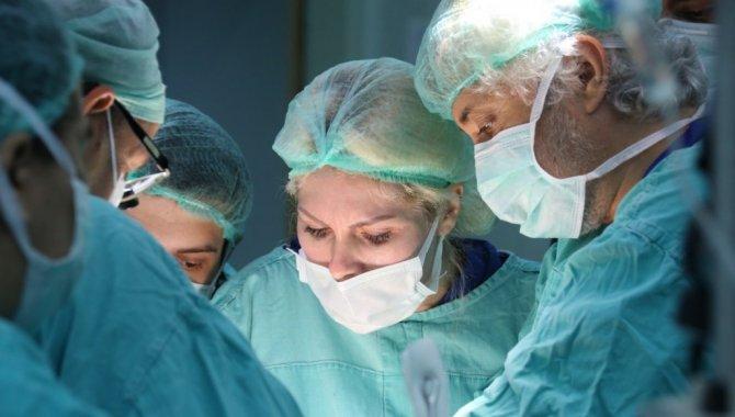 Türkiye'nin ikinci rahim operasyonunda donör olan kadının bağışlanan diğer organları da naklediliyor