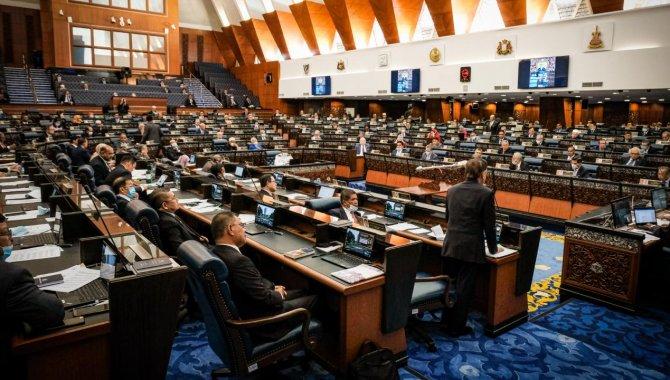 Malezya'da parlamento oturumları Kovid-19 vakaları nedeniyle haftaya ertelendi