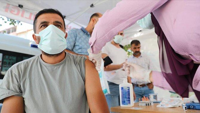Kovid-19 vakalarının en yüksek olduğu illerden Iğdır'da sağlıkçıların aşı seferberliği