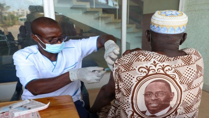 Senegal, Kovid-19 salgınının en zor evresinden aşılamayla kurtulmak istiyor