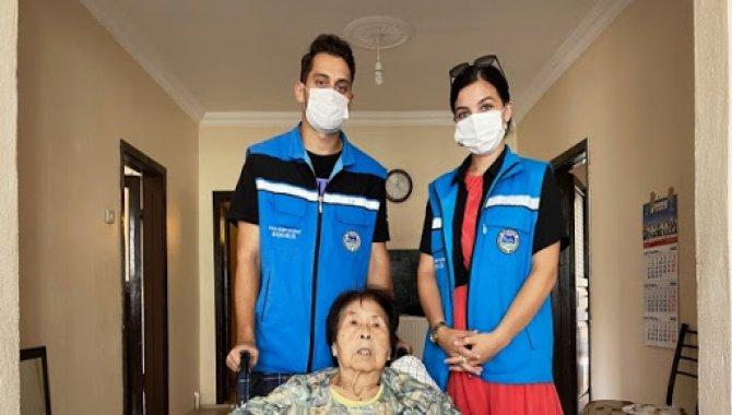 Sakarya'da evinde düşerek yaralanan Japon kadının yardımına Yaşlı Destek Merkezi ekipleri koştu