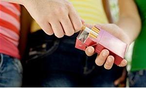 Sigaraya başlama yaşı giderek düşüyor