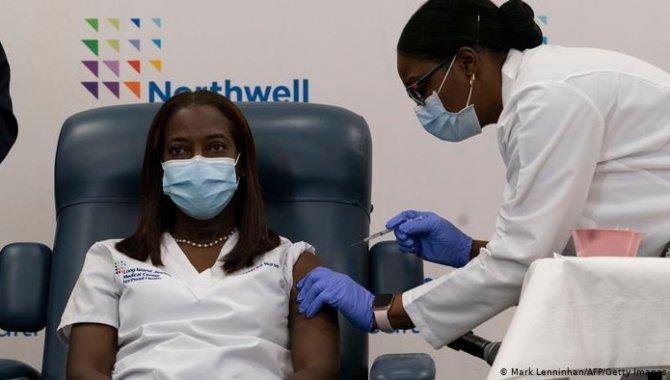New York'ta sağlık çalışanlarına getirilen Kovid-19 aşısı zorunluluğu uygulanmaya başladı