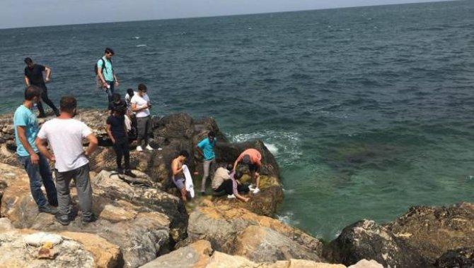 Mersin'de deniz kıyısında fenalaşmış halde bulunan kişi hastanede hayatını kaybetti