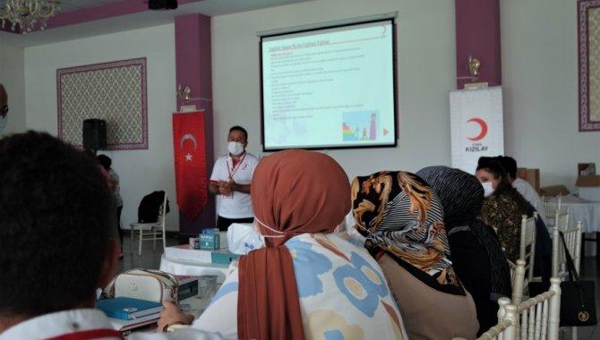 Türk Kızılay, Bursa'da engelli ve yaşlı bakımı ile sağlıklı yaşam ve yaşlanma eğitimi verdi