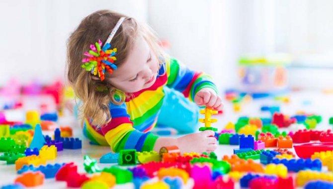 Çocukları oyuncaklarıyla sürekli baş başa bırakmanın dil ve konuşma bozukluğuna neden olabileceği uyarısı