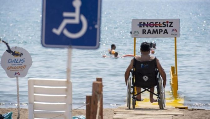 Mersin'de engelliler için halk plajlarına rampa yerleştirildi