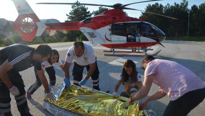 Bilecik'te ambulans helikopter trafik kazası geçiren kişi için havalandı