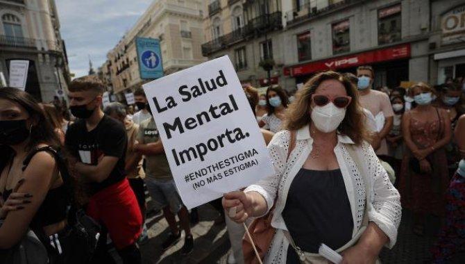 İspanyollar ülkelerinde artış gösteren intihar girişimlerine karşı ilk kez gösteri yaptı