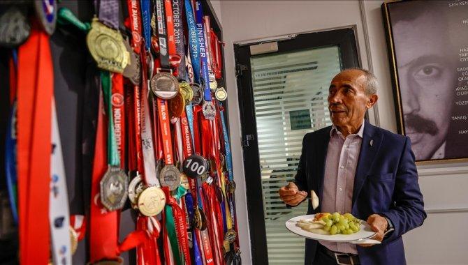 """72 yaşındaki """"demir adam"""" şampiyonadan şampiyonaya koşuyor"""