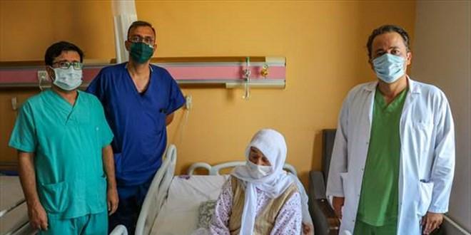 Van'da 14 saatlik ameliyatla hastanın beynindeki tümör çıkarıldı
