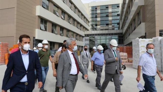 """Erzincan'da iki yıl önce temeli atılan """"akıllı hastane""""nin tamamlanması için çalışmalar sürüyor"""