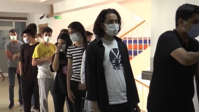 Diyarbakır'da sağlıkçılar öğrencileri salgından korumak için seferber oldu