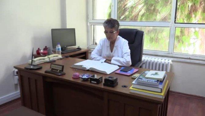 Tıp ihtisasına psikolojiyi de ekleyen profesör, hukuk diploması almanın gururunu yaşıyor