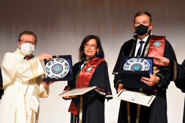 Bursa Uludağ Üniversitesince İsviçre'de görevli akademisyen çifte fahri profesörlük unvanı verildi