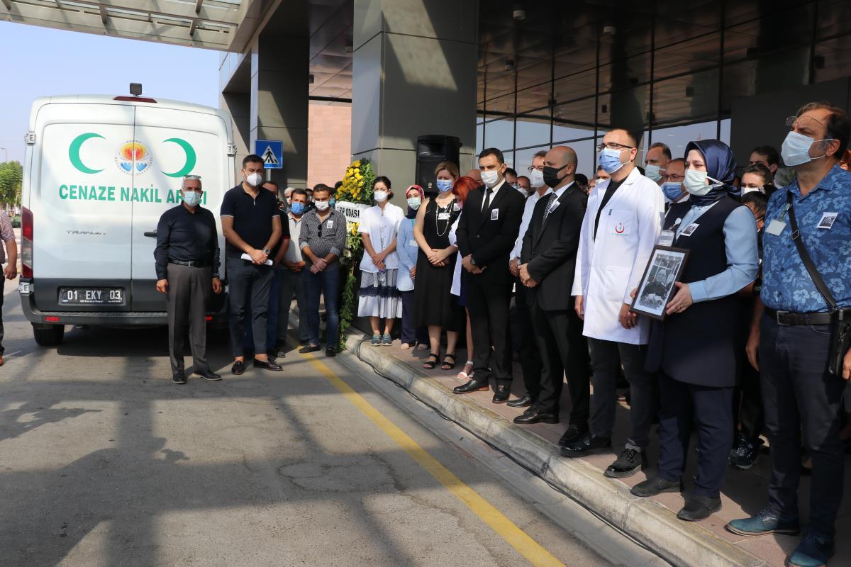 Adana'da Kovid-19'dan hayatını kaybeden doktor için çalıştığı hastanede tören düzenlendi