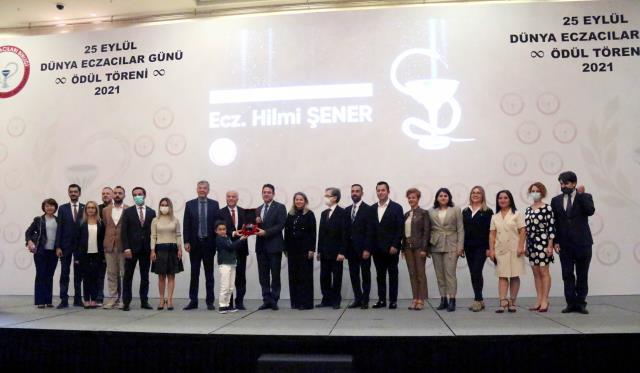 """TEB """"Yaşam boyu Onur ve Değer Katan Eczacı Ödülleri"""" verildi"""