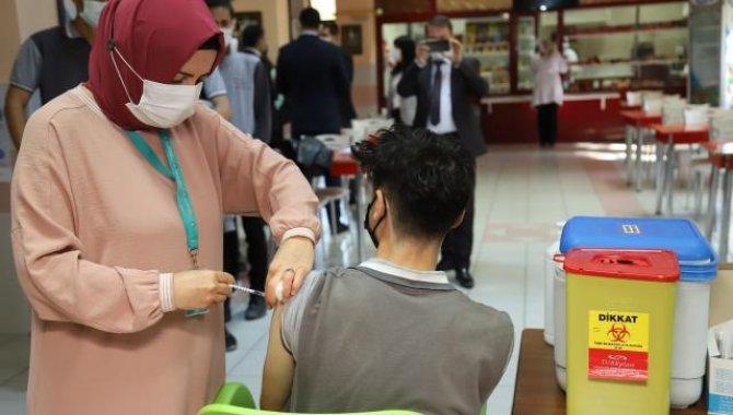 Çankırı'da öğrencilere okullarda aşı yapılmaya başlandı
