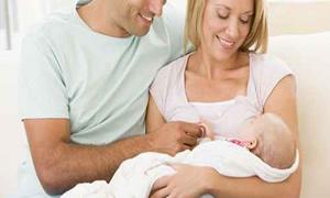 Sezeryanla doğum yapan anneler, bebeklerini daha uzun süre anne sütüyle besliyor