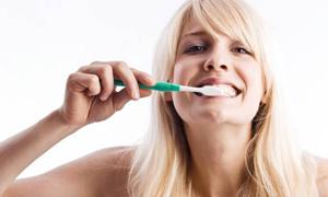 Sadece fırçalamak diş temizlemiyor