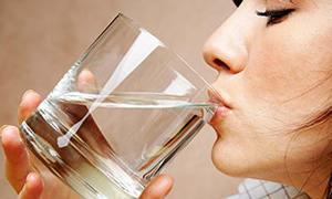 'Çok su içmek böbreğe zarar verir'