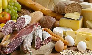 Sucuk, sosis ve konserve gıdaları fazla tüketmeyin