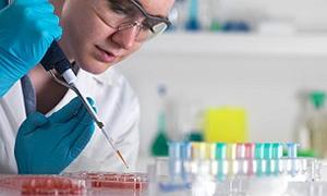 Laboratuarda çalışan sağlıkçılara YÖK'ten müjde